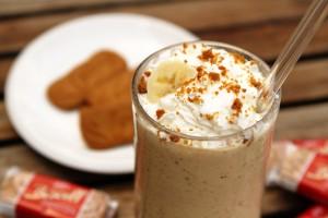Biscoff-Banana-Cream-Pie-Milkshake-Closeup